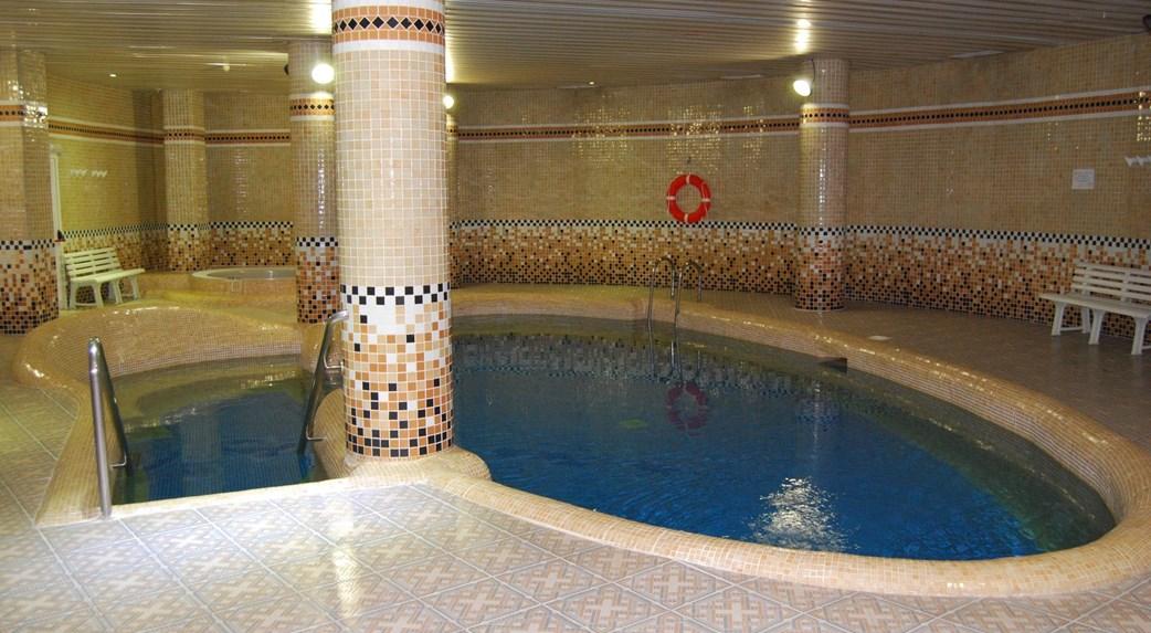 Oferta nochevieja en hotel azul 2 vila real castell n for Piscina villarreal